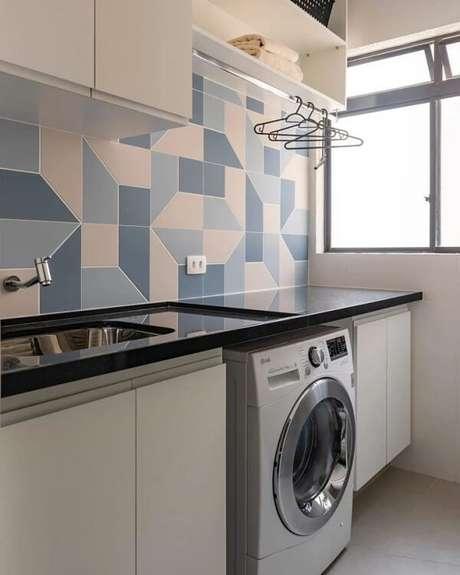 25. O revestimento para lavanderia geométrico transforma a decoração do ambiente. Fonte: Pinterest