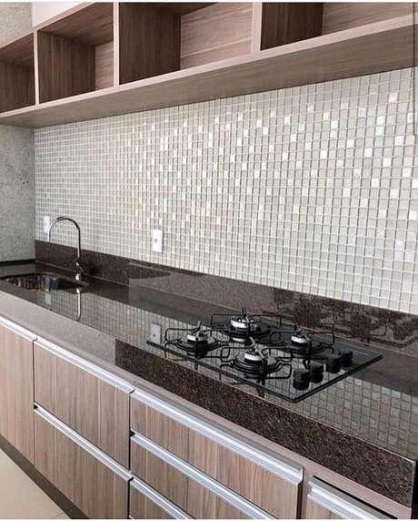 27. Bancada de cozinha em granito marrom – Via: Pinterest
