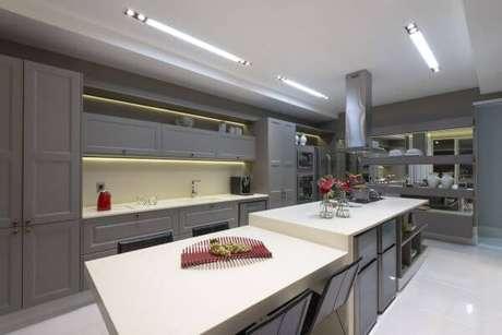 41. Bancada de cozinha em granito branco – Via: Marie Lauzan