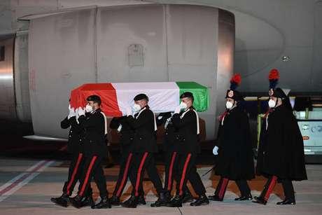 Corpos de Attanasio e Iacovacci chegando no aeroporto de Ciampino