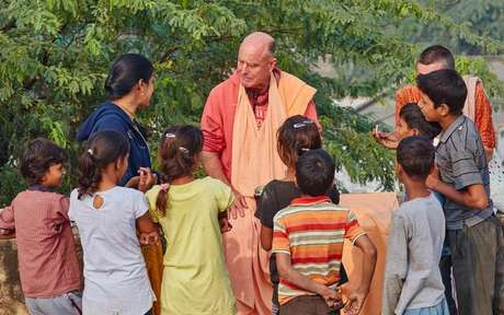 Veja como Prabhupada conquistou o mundo com suas palavras -