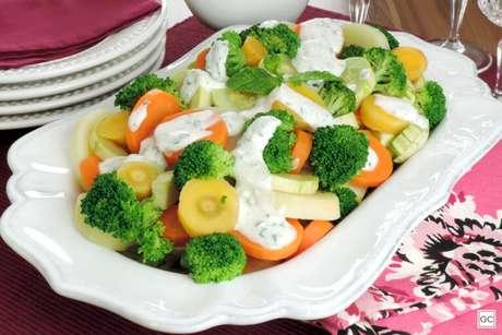 Guia da Cozinha - Saladas com molho: sete opções incríveis para provar a aprovar