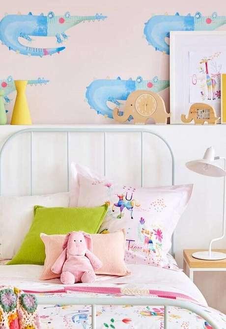46. Decoração de quarto para criança com papel de parede divertido – Foto: Home Fashion Trend