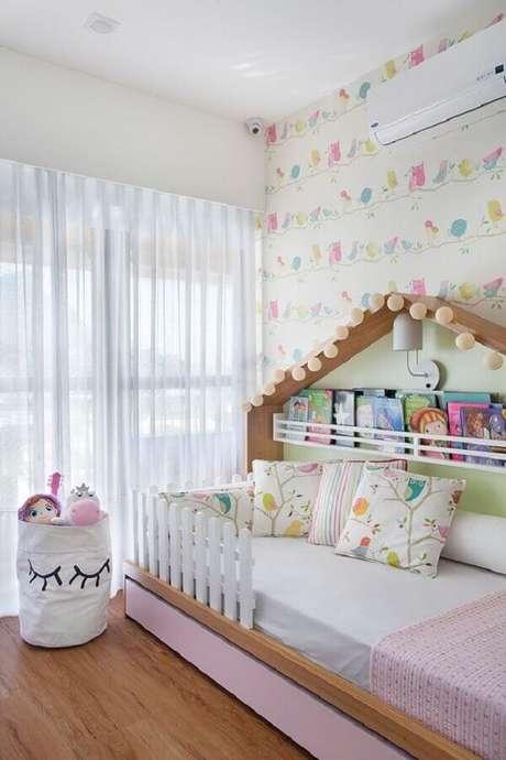 60. Decoração de quarto para criança com papel de parede delicado – Foto: Casa de Valentina