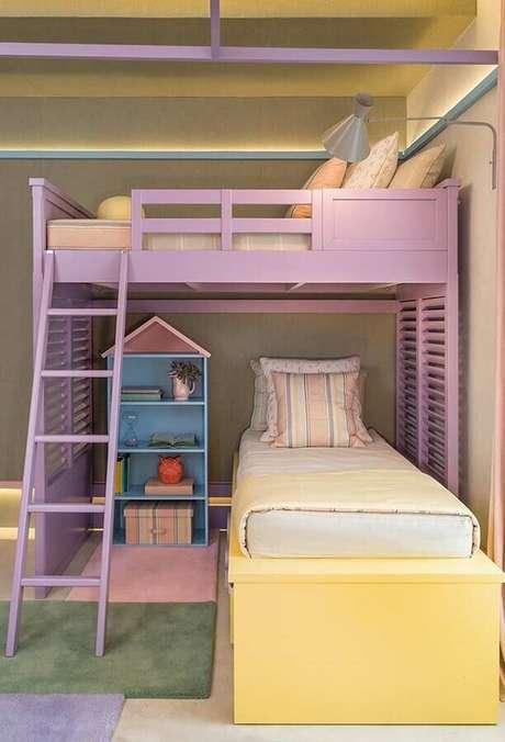 20. Decoração de quarto para criança em candy colors com cama suspensa – Foto: Quartos Etc