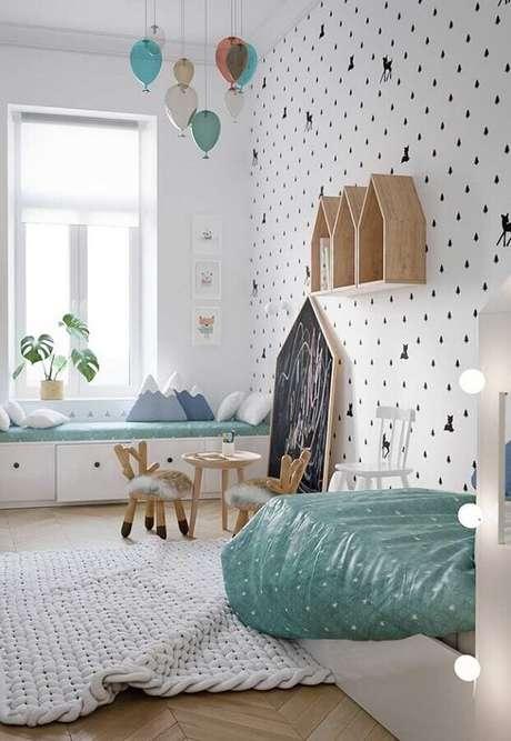 54. Nicho casinha para decoração de quarto para criança todo branco com papel de parede delicado – Foto: Home Fashion Trend