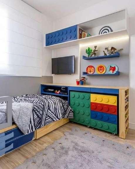 23. Os móveis coloridos dão um ar divertido para decoração de quarto para criança – Foto: Pinterest