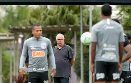 Roberto de Andrade citou troca de atletas como possibilidade de reforçar elenco (Foto: Rodrigo Coca/Ag. Corinthians)