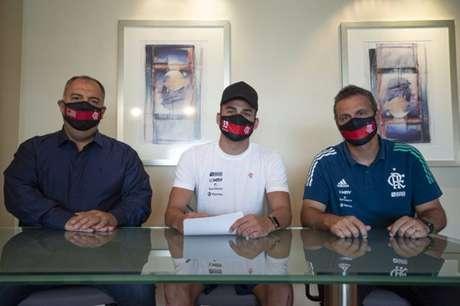 Thiago Maia renovou seu contrato com Flamengo nesta quinta-feira (Foto: Alexandre Vidal/CRF)