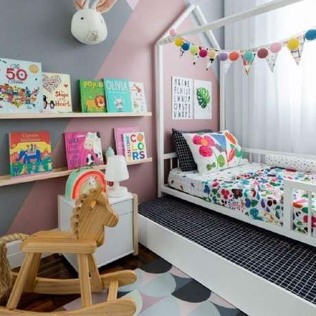 35. Parede com pintura geométrica para decoração de quarto para criança – Foto: MOOUI