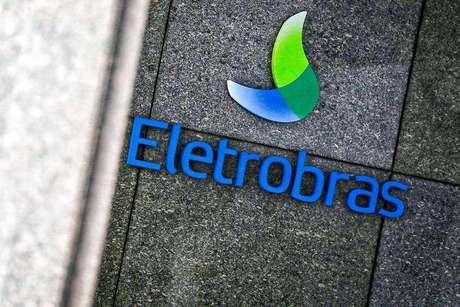 Governo espera R$ 25 bilhões com venda da Eletrobras