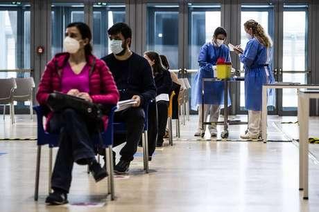 Centro de vacinação para professores em Roma, capital da Itália
