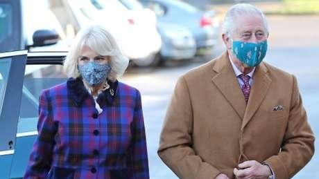 O príncipe de Gales, 72, e a duquesa da Cornualha, 73, receberam vacinas contra a covid