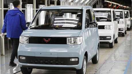 O Hong Guang Mini EV está sendo construído em uma joint venture conhecida como Wuling com a gigante automobilística americana General Motors (GM)