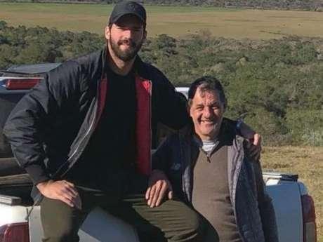 Alisson ao lado do pai José Becker (Reprodução/Instagram Alisson)