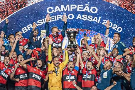 Flamengo perde para o São Paulo, mas é campeão no Morumbi