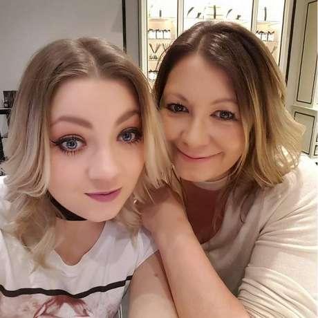 Clare Freer (direita) e sua filha mais velha