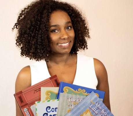 A escritoraIsabel Cintra, autora do livro infantil 'Corvo-Correio'