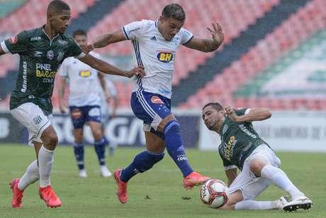 Com gol nos acréscimos, Cruzeiro empata com o Uberlândia na estreia do Mineiro