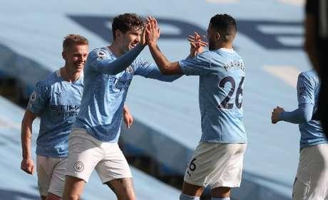 Zagueiros foram essenciais na vitória do Manchester City (MARTIN RICKETT / POOL / AFP)
