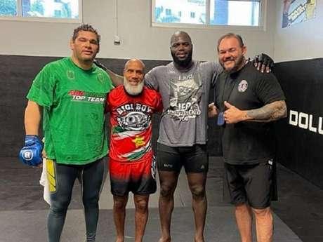 Jairzinho com os treinadores brasileiros Marcos Santa Cruz e Conan Silveira (Foto: Reprodução/Instagram)