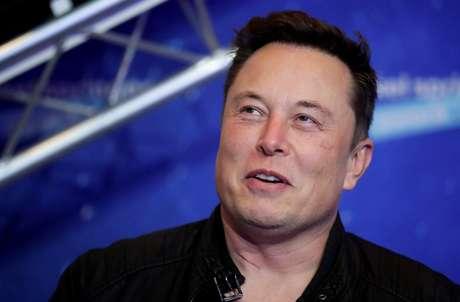 Elon Musk foi um dos últimos bilionários a investir em criptomoeda