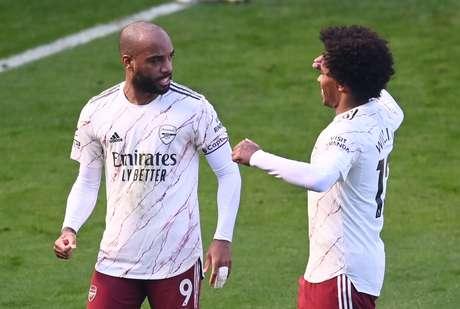 Lacazette e Willian comemoram vitória do Arsenal