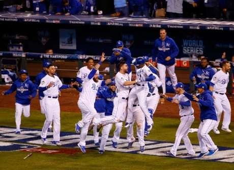 Kansas City Royals comemorando o título da World Series em 2015 (Foto: Kyle Rivas/Getty Images/AFP)