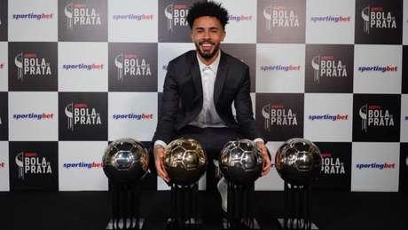 Claudinho foi coroado também no Bola de Prata pela ótima temporada (Foto: André Porto)