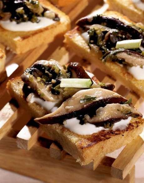 Guia da Cozinha - Shitake com torradas: receita deliciosa pronta em 20 minutos
