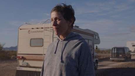 """""""Nomadland"""", protagonizada por Frances McDormand, ganhou melhor filme de drama"""