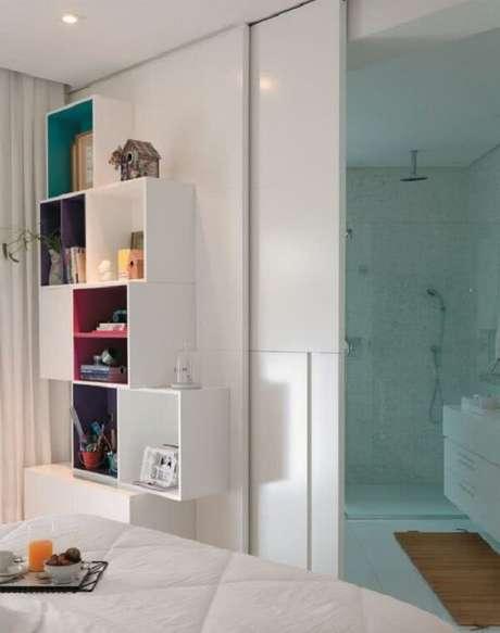 19. A porta de correr para quarto parece uma extensão da parede. Fonte: Pinterest