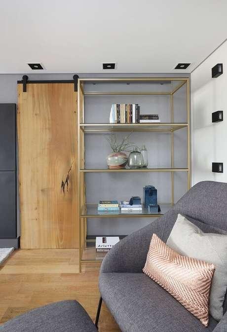 33. Modelo de porta de correr para quarto com trilho aparente. Fonte: Inside Arquitetura e Design