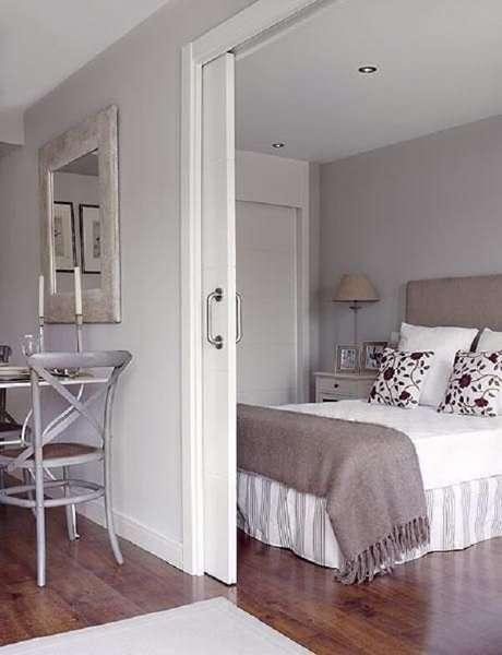 2. A porta de correr branca para quarto traz privacidade ao dormitório. Fonte: Revista Viva Decora 2