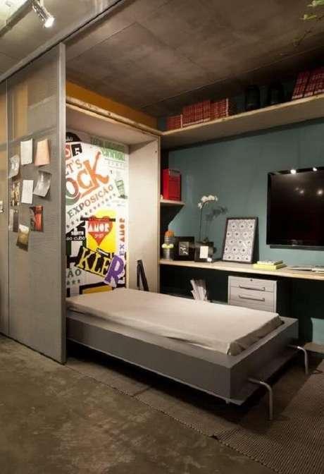 41. Para aqueles que se identificam com a decoração industrial procure incluir modelos de porta de correr para quarto metálicas. Fonte: Pinterest