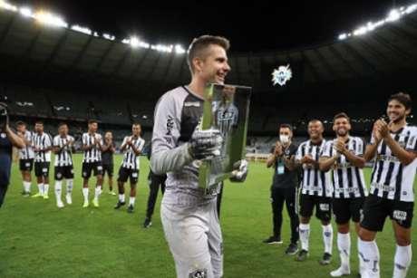 Victor foi reverenciado pelos colegas de time na sua despedida-(Pedro Souza/Atlético-MG)