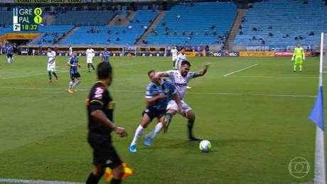 O momento exato da expulsão de Luan (Foto: Reprodução/TV Globo)