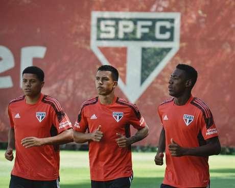 São Paulo estreou novos uniformes de treino (Foto: Reprodução/Twitter)