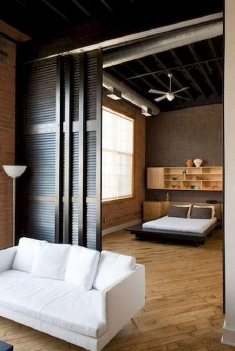 26. As folhas da porta de correr de madeira para quarto trazem privacidade ao dormitório. Fonte: Revista Viva Decora 2
