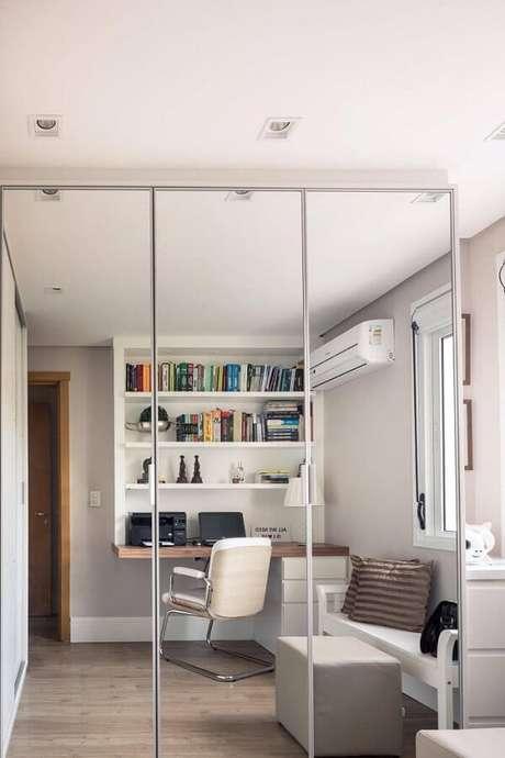 18. Modelo de cadeira cromada escritório sem rodízio. Fonte: Braccini Lima