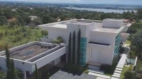Mansão comprada por Flávio Bolsonaro em bairro nobre de Brasília custou quase R$ 6 milhões