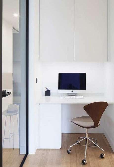 28. Decoração minimalista com cadeira cromada escritório. Fonte: Home Decor