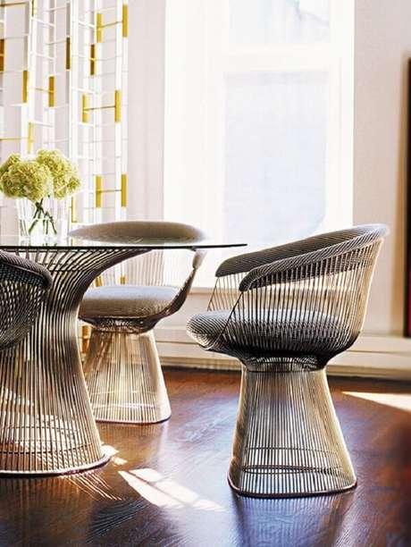 48. A cadeira cromada Platner é pura sofisticação. Fonte: Pinterest