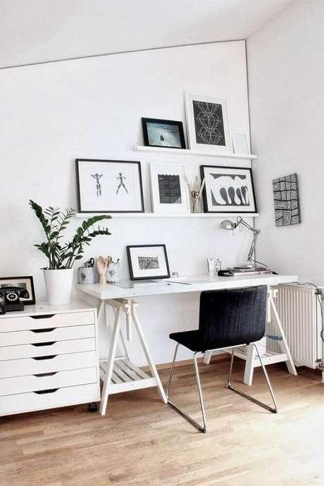 13. Modelo de cadeira pé cromado para decoração de home office minimalista. Fonte: Futurist Architecture