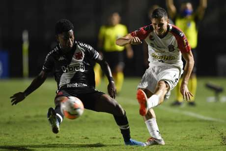 Cayo Tenório tem 20 jogos como profissional do Vasco (AFP)