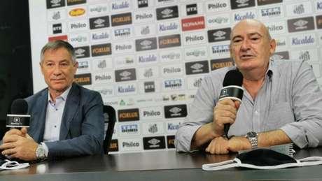 O presidente Andrés Rueda apresentou o técnico Ariel Holan nesta segunda (Foto: Twitter Santos FC)
