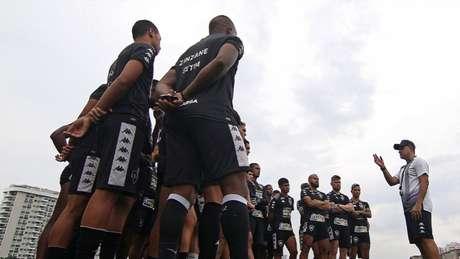 Marcelo Chamusca com o elenco do Botafogo (Foto: Vitor Silva/Botafogo)