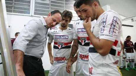 Marcinho com Rogério Ceni (Foto: Rubens Chiri / saopaulofc.net)
