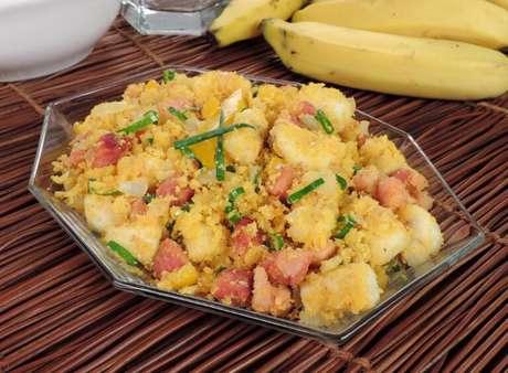 Guia da Cozinha - Farofa de banana: versões incríveis para acompanhar as refeições