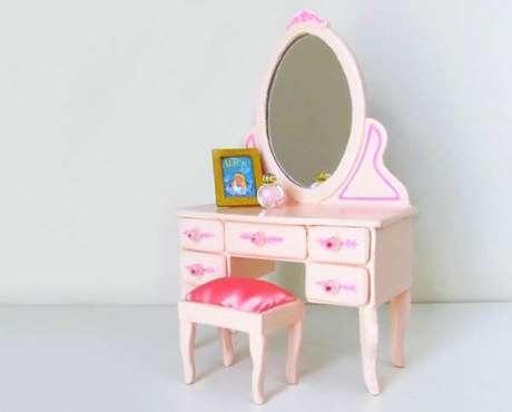 5. Penteadeira infantil rosa da Alice no País das Maravilhas. Fonte: Pinterest